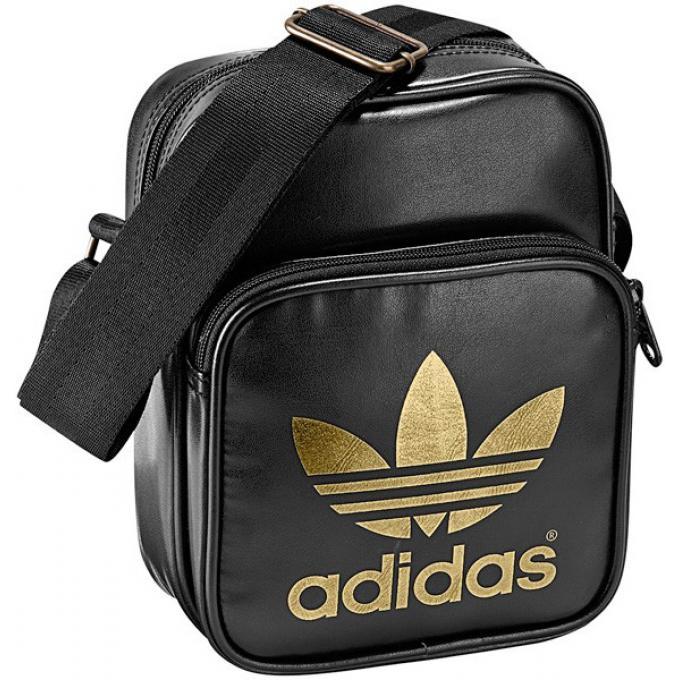 sacoche mini bag blanche avec imprim logo dor adidas maroquinerie sac homme. Black Bedroom Furniture Sets. Home Design Ideas