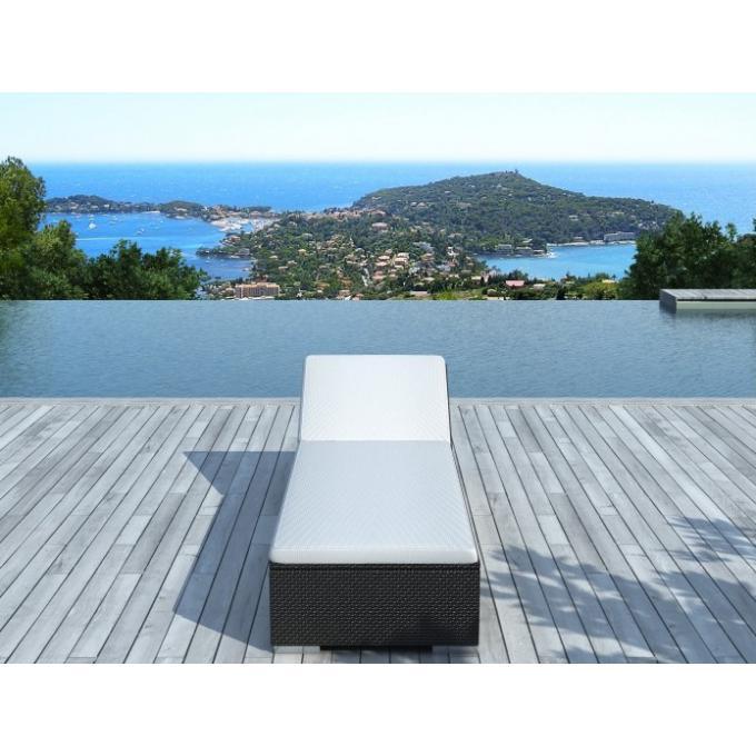 Transat en r sine tress e noir et blanc forza chaise for Transat piscine resine tressee