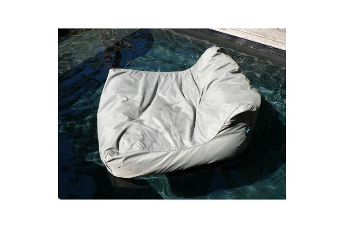 Pouf flottant gris clair en nylon agn s pouf de jardin - Pouf piscine waterproof ...