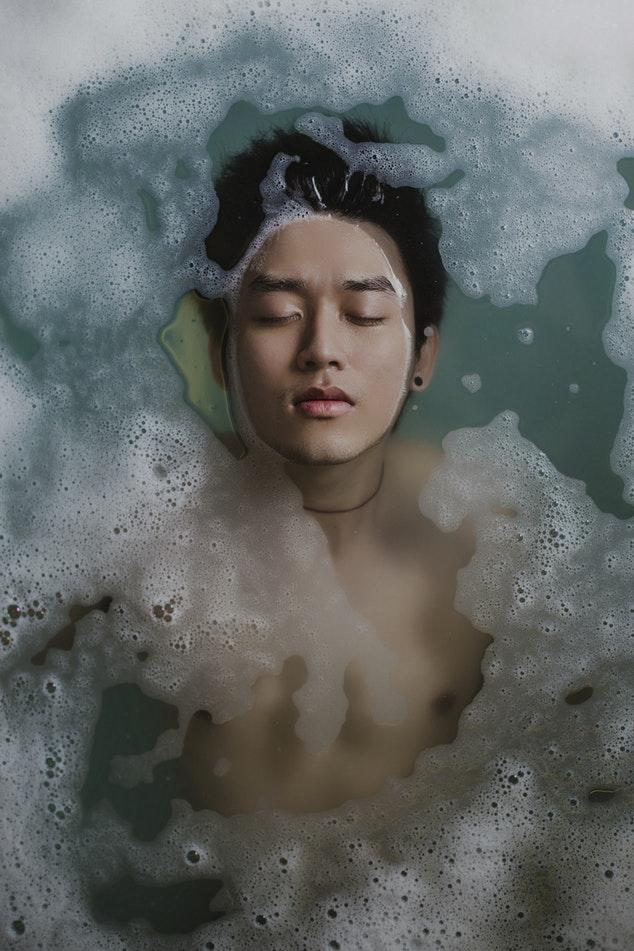Bien se nettoyer sous la douche